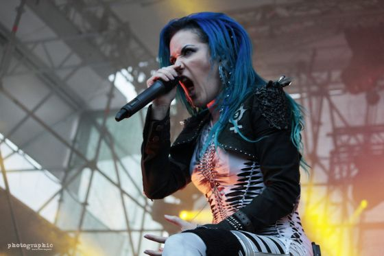 arch_enemy_live_track2_560