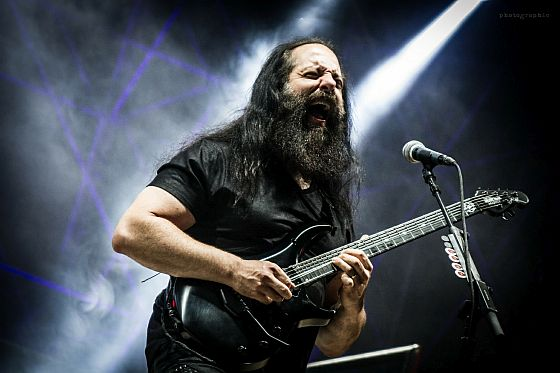 dream-theater_live_petrucci_560